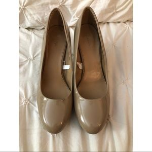 Tan colored heels - SIZE 9